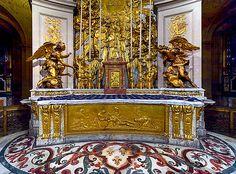 Château  de Versailles, autel de la Chapelle Royale