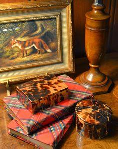 The Polohouse: Holiday Tartan & Tortoiseshell. I love the mixture of Tartan and the pattern and warmth from the tortoise shell. It works so well! Scottish Decor, Scottish Plaid, Irish Decor, Motif Tartan, Tartan Plaid, Equestrian Decor, Equestrian Style, Tartan Decor, Style Anglais