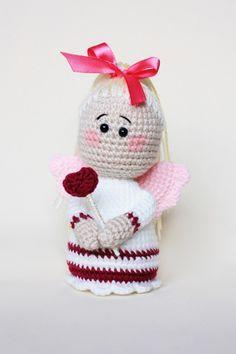 Valentine's angel amigurumi  Link to the angel pattern >> https://amigurumi.today/lovely-angel-crochet-pattern/
