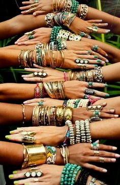 Tips to add that bohemian style into your wardrobe. Boho outfit ideas with tribal prints, patterns and accessories to complete the cute boho look! #SilverJewelry