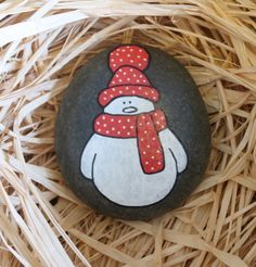 Hand painted spotty snowman stone Smooth stone spotty snowman design - various colours available Available in three sizes (sizing approximate - and Stones can be painted in any colour - please state specific requirements in the comments box once the item Rock Painting Patterns, Rock Painting Ideas Easy, Rock Painting Designs, Christmas Pebble Art, Christmas Rock, Christmas Crafts, Country Christmas, Christmas Trees, Painted Rocks Craft
