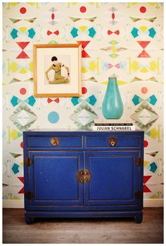 Removable wallpaper for entry hall or accent wall? Banish Bare Walls … Even in a Rental: 10 Sources for Removable Wallpaper Temporary Wallpaper, Of Wallpaper, Perfect Wallpaper, Wallpaper Ideas, Wallpaper Dresser, Wallpaper Designs, Wallpaper Gallery, Apartment Living, Apartment Therapy