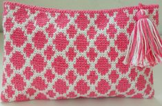 Crochet Pouch, Crochet Purses, Crochet Stitches, Crochet Patterns, Tapestry Crochet, Purses And Handbags, Hand Knitting, Best Gifts, Creative Things