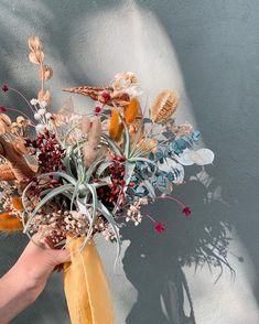 Un ramo de novia diferente con follajes preservados y bromelias. ¿Qué opinan? Wreaths, Fall, Home Decor, Boyfriends, Autumn, Decoration Home, Door Wreaths, Fall Season, Room Decor