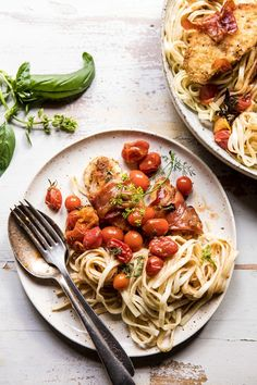 Prosciutto Chicken Parmesan with Garlic Butter Tomato Pasta Prosciutto Chicken Parmesan mit Knoblauchbutter-Tomaten-Teigwaren Tomato Pasta Recipe, Cherry Tomato Pasta, Pasta Recipes, Chicken Recipes, Dinner Recipes, Pasta Nutrition, Cheese Nutrition, Half Baked Harvest, Pasta Dishes