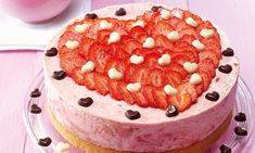 Muttertags-Torte Rezept: Eine fruchtige Erdbeertorte für den Sommer - Eins von 7.000 leckeren, gelingsicheren Rezepten von Dr. Oetker! Tiramisu, Bakery, Food Porn, Food And Drink, Birthday Cake, Sweets, Cooking, Healthy, Breakfast
