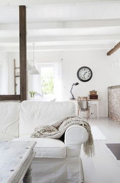 Here are few of my favourite ideas for achieving a 'Shabby Chic' beach house look. Shabby Minimalism This simp. Style At Home, Living Room Photos, Living Spaces, Interior Inspiration, Room Inspiration, White Rooms, White Decor, Home Fashion, Home Interior Design