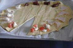 Minis #croissants salés pour l'apéro via Marcia Tack
