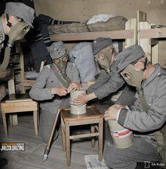 Finnish soldiers using Zyklon B as a lice (etc.) killer in Svir (Syväri) powerplant sector, June [sa-kuva] Ww2 History, Military History, Ww2 Uniforms, Military Diorama, Military Guns, Troops, Soldiers, Art Studies, World War I