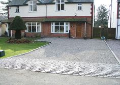 This is SO my ideal driveway. Part block paving and pebble driveway with brick edging. Pebble Driveway, Block Paving Driveway, Permeable Driveway, Driveway Paving, Stone Driveway, Garden Paving, Driveway Landscaping, Driveways, Diy Driveway