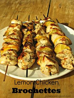 If you like to cook on the grill, this great summer recipe is for you. Those lemon chicken brochettes are so tasty, juicy and delicious. Perfect for your summer BBQ parties.