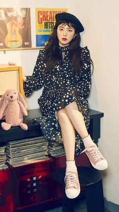 Check out Black Velvet @ Iomoio Red Velvet アイリーン, Red Velvet Irene, Insta Photo Ideas, K Idol, Girl Bands, Kpop Outfits, Clutch, Kpop Fashion, Beret
