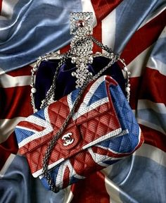 Chanel ~ British style Have you been on a Chanel street in England? British style in a CC world. Fashion Bags, Fashion Backpack, Fashion Accessories, Dolly Fashion, Style Fashion, Fashion Trends, Union Jack, Lv Bags, Purses And Bags