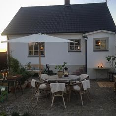 Image may contain: table, house and outdoor Outdoor Rooms, Outdoor Gardens, Outdoor Living, Outdoor Decor, Country Interior, Interior And Exterior, Porch Garden, Home And Garden, Cosy Home