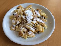 Kaiserschmarrn Hungarian Recipes, Hungarian Food, Breakfast Recipes, Cereal, Oatmeal, Goodies, Yummy Food, Sweets, Cooking
