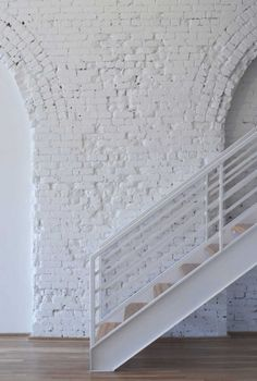 An exposed brick wall in a room doesn't always mean industrial. Moreover if we talk about the specific white brick wall, the style and design it suits will be way more than just one kind. The range is wide as . Interior Architecture, Interior And Exterior, Interior Design, Brick Interior, Modern Interior, White Brick Walls, White Bricks, Shades Of White, Exposed Brick