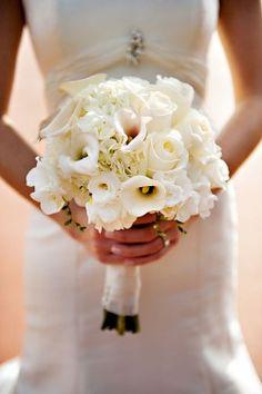 white-bride-bouquet