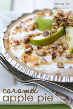 The most AMAZING no-bake pie! Caramel, apples, snickers and delicious whipped topping! http://veryyummyfoods.com/