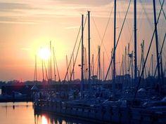 'Abendstimmung am Yachthafen' von nordart bei artflakes.com als Poster oder Kunstdruck $23.56