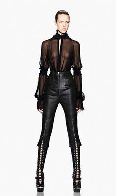 classic go to basic mcqueen chiffon blouses mixture from elizabethan to victorian ~~~He mixed several periods.McQueen was a genus at combining the periods.he was brilliant at it! Pvc Fashion, Dark Fashion, Leather Fashion, High Fashion, Fashion Beauty, Womens Fashion, Vogue, Mode Style, Style Me