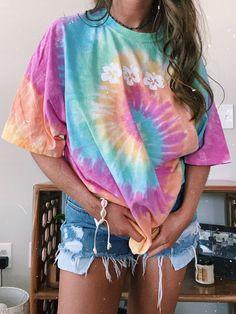 Tye Dye, Camisa Tie Dye, Short Tie Dye, Dye Flowers, Large Flowers, Pastel Tie Dye, Tie Dye Outfits, Tie Dye Patterns, Basic Tops