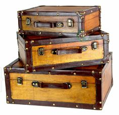 At Vintiquewise you will find a large selection of Vintage home decor, and storage, such as wooden crates, wooden trunks, antique style treasure chests and baskets. Wooden Trunks, Wooden Crates, Wooden Chest, Vintage Suitcases, Vintage Luggage, Vintage Travel, Decorative Trunks, Decorative Boxes, Objets Antiques