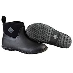 Muck Boots Women's Muckster II Ankle Black is the all purpose shoe that started it all now comes in a true women's fit offering all day comfort, while delivering a shapely slimmer fit.