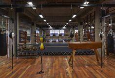 CLUB SOHO HOUSE (CHICAGO) Reservado el derecho de admisión - Gimnasio. Un ring de boxeo preside las instalaciones deportivas, que están atendidas por monitores especializados en esta disciplina.