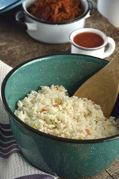 Te presentamos una receta básica de cocina casera mexicana, la receta de arroz blanco es muy fácil de hacer, solo sigue ésta preparación al pie de la letra y aprenderás como preparar arroz blanco. Esta receta no puede faltar en tú repertorio de cocina, ya que a toda tú familia le va a encantar.