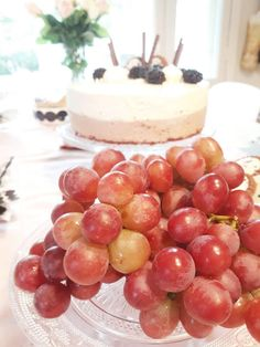 Leivo näyttävä ja herkullinen kakku, jossa on kahta suklaata. Ohje blogissa!   #leivonta #leivontaohje #suklaakakku #suklaajuustokakku #kahdensuklaankakku Cheesecake, Desserts, Food, Tailgate Desserts, Deserts, Cheese Cakes, Eten, Postres, Dessert