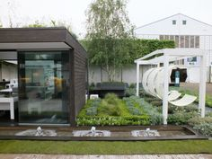 Chelsea Flower Show 2012 'Rooftop Workplace of Tomorrow' by Aralia Garden Design. Awarded a Silver Flora Medal. www.aralia.org.uk