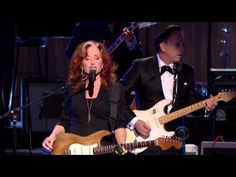 "Bonnie Raitt, Tracy Chapman, Jeff Beck and Beth Hart - ""Sweet Home Chicago""  (2012). Rather embarassing arkward audience reaction in my opinion."