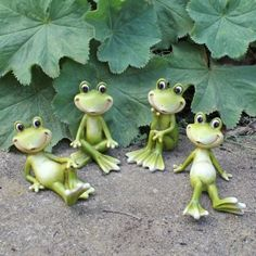 Merveilleux Set Of Four Small Cheerful Sitting Resin Frog Garden Ornament