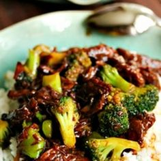 Beef with Broccoli (Crockpot)  Ingredients 1 1/2 lbs boneless round steak, cubed 4 1/2 ounces sliced mushrooms, drained 1/2 cup chopped onion 1/2 cup beef broth 3 tablespoons teriyaki sauce 2 cups frozen broccoli florets 1 tablespoon cornstarch 2 tablespoons water Directions Combine beef, mushrooms, onion, broth and teriyaki sauce in crock pot. Cover; cook …