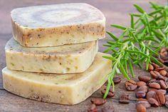 Seife herstellen - Seifen-Rezept: Rosmarin-Seife mit Kaffee selbst machen