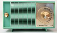 Vintage Turquoise General Electric Radio. FREAKIN A i am in love