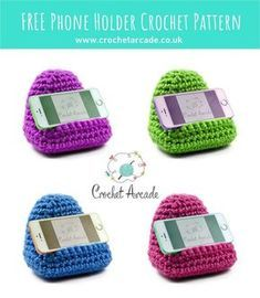 Such a useful and quick to make crochet gift idea! Different designs will be available soon. #crochetpattern #freecrochetpattern #crochetgiftidea #crochetphoneholder #crochetphonestand #crochetphonerest