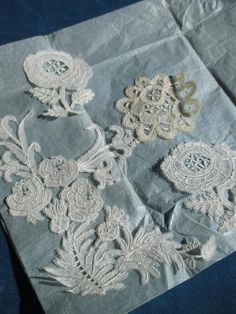 A collection of unmounted Honiton motifs - they are meant for applique on machine net. Lace Button, Button Flowers, Lace Flowers, Antique Lace, Vintage Lace, Linens And Lace, Lace Embroidery, Bobbin Lace, Vintage Antiques