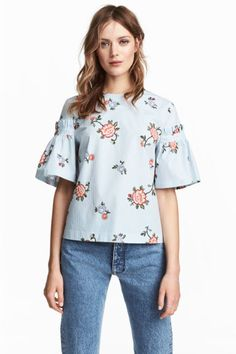 Flounce-sleeved blouse - Light blue/Floral - Ladies | H&M GB 1