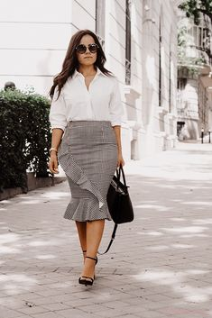 gingham pencil skirt front The Office, Spring, Bikinis, Pencil, Chic, Skirts, How To Wear, Color, Fashion