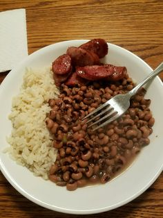 Hoppin John with sausage. - Left over black eyes peas from New Years Dinner, with fresh steamed rice and sliced, browned kielbasa sausage. One of my favorites! New Years Dinner, Kielbasa Sausage, Rice And Peas, Steamed Rice, Black Eyed Peas, Stir Fry, Risotto, Fries, Grilling