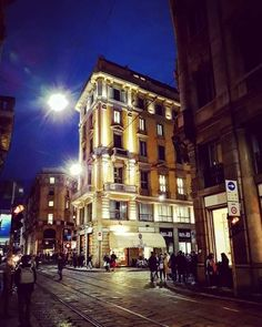 Via Meravigli Mansions, House Styles, Italia, Manor Houses, Villas, Mansion, Palaces, Mansion Houses, Villa