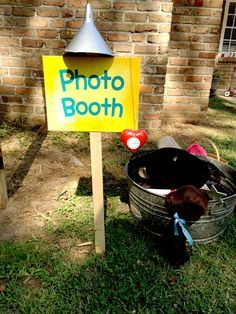 Wizard of Oz photo booth supplies - Ideas for activities for your themed outdoor movie event from Atlanta's inflatable movie screen service company, Southern Outdoor Cinema.