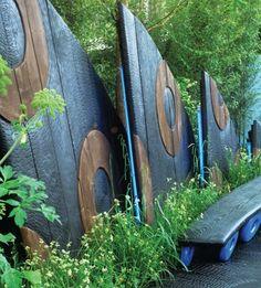clôture jardin panneaux forme asymétrique avec cercles, bois, style Afrique