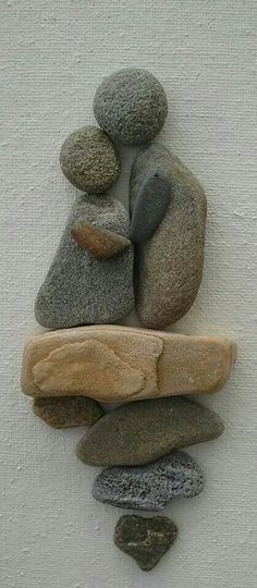 Clever rock art! Scenes like this would be very nice on an outdoor garden wall. #Stone Art Stone Art | Peble Art | Rock Craft
