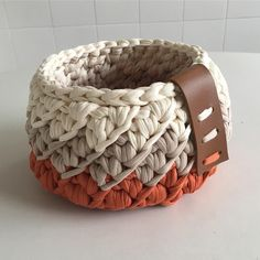 Arteira Yarn Projects T Shirt Yarn Baskets Amigurumi Elsa Love Crochet Knitting Baby Finger Crochet, Crochet Box, Crochet Basket Pattern, Knit Basket, Baby Girl Crochet, Crochet Round, Love Crochet, Crochet Gifts, Crochet Yarn