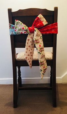 Christmas chair bows, fabric by The Craft Cotton Company, free tutorial on link