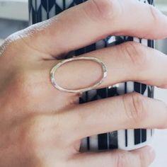 styled oval ring #boho #bohostyle #bohojewelry #bohemian #statementring #ring #jewelry #minimalist #minimalism #minimalistjewelry #capsule #capsulewardrobe