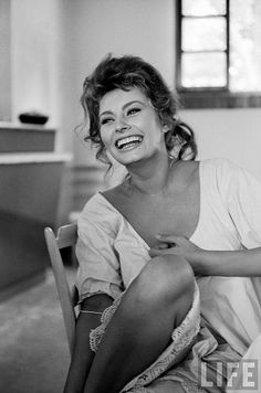Sophia Loren laughing while exchanging jokes during lunch break on MADAME movie set, Rome 1961, by Alred Eisenstaedt