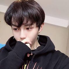 Image shared by ˙₊˙៹𝗣𝗢₊𝗖𝗞𝗬˙‧ ˚༉. Find images and videos about boy, aesthetic and ulzzang on We Heart It - the app to get lost in what you love. Cute Asian Guys, Cute Korean Boys, Asian Boys, Cute Guys, Asian Girl, Korean Boys Ulzzang, Ulzzang Couple, Ulzzang Boy, Beautiful Boys